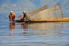 Traditonalvisser op inlemeer, Birma (myanmar) Stock Afbeelding