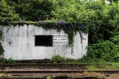 Tradução: em torno do estação de caminhos de ferro velho de Watagoda, na maneira ao EL foto de stock