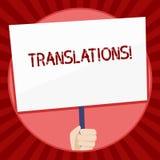 Traduções do texto da escrita Processo escrito ou impresso do significado do conceito de traduzir a terra arrendada da mão da voz ilustração do vetor