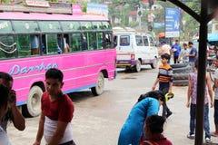 Traducción: pasando la frontera india de Sonauli - Belahiya fotos de archivo