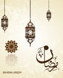 Traducción Ramadhan abundante de Ramadan Kareem en estilo árabe de la caligrafía Ramadhan o Ramazan es un mes de ayuno santo para libre illustration