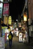 Traduction : Rue d'achats d'Ameyoko Les allées ont autour le foo Image libre de droits