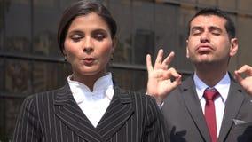 Traductor femenino de la lengua de Speaking With Sign del político