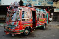 Tradycjonalnie dekorująca Pakistańska autobusowa sztuka Karachi Pakistan Zdjęcia Stock