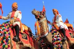 Tradycjonalnie ubierający rabatowej ochrony ludzie Obraz Royalty Free