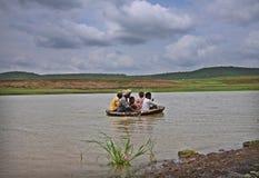 Tradycyjna łódkowata przejażdżka miejscowymi Południowy India Zdjęcie Royalty Free