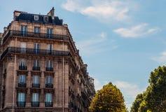 Tradycyjna architektura budynki mieszkalni Paris france Fotografia Royalty Free