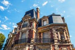 Tradycyjna architektura budynki mieszkalni Paris france Zdjęcie Stock