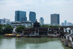 Tradycyjna architektura i Nowożytna architektura w shan blaszecznicie Ji zdjęcia royalty free