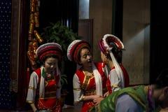 Tradycyjna Bai herbaciana ceremonia, Xizhou wioska, Chiny zdjęcia royalty free