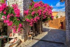 Tradycyjna brukująca ulica w Areopolis miasteczku, Grecja Obraz Royalty Free