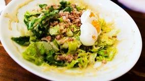 Tradycyjna cesar sałatka z gotowanymi jajkami Fotografia Stock