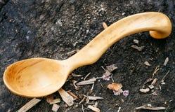 Tradycyjna drewniana łyżka rzeźbiąca od głogowego drewna Obrazy Royalty Free