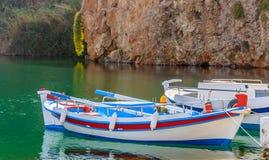 Tradycyjna Grecka łódź przy Aghios Nikolaos portem Fotografia Royalty Free