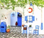 Tradycyjna Grecka tawerna na Santorini wyspie, Obrazy Royalty Free