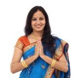 Tradycyjna Indiańska kobieta gestykuluje Namste fotografia stock