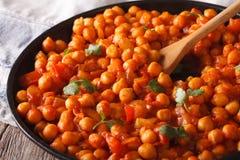 Tradycyjna Indiańska kuchnia: Chana masala makro- horyzontalny Obrazy Royalty Free