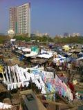 Tradycyjna Indiańska pralnia w Mumbai slamsy obraz royalty free