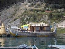 Tradycyjna inka łódź na Jeziornym Titicaca Fotografia Stock