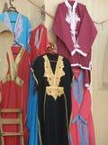 Tradycyjna odzież przy rynkiem w Maroko obraz stock