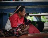 Tradycyjna Papua kobieta na rynku w Wamena przy obrazy royalty free