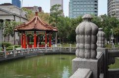 Tradycyjna punkt zwrotny pagoda lokalizować w centrum park w Tajwan Obraz Royalty Free