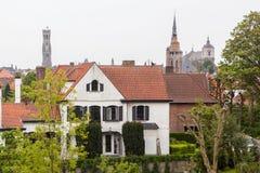 Tradycyjna średniowieczna czerwieni i bielu brickwall architektura Obraz Stock