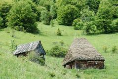 Tradycyjna stajnia w wiejskim Transylvania zdjęcie royalty free