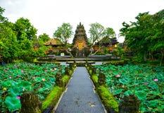Tradycyjna stara święta świątynia w Ubud Bali Indonezja zdjęcia royalty free