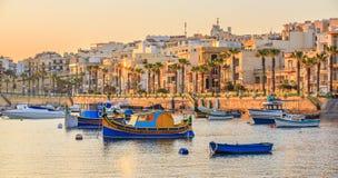 Tradycyjna stara wioska rybacka Marsaskala przy wschodem słońca w Malta Fotografia Royalty Free