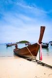 Tradycyjna tajlandzka łódź na plaży Obraz Stock