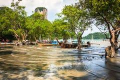 Tradycyjna Tajlandzka łódź na Railay plaży Fotografia Stock