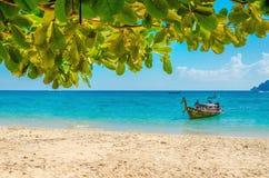 Tradycyjna tajlandzka longtail łódź i plaża, Tajlandia obrazy stock