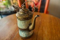 Tradycyjna Turecka herbata ustawiająca: filiżanka z teapot Zdjęcie Stock