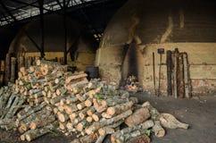 Tradycyjna węgiel drzewny fabryka, Sepetang, Malezja Zdjęcia Royalty Free