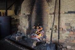 Tradycyjna węgiel drzewny fabryka, Sepetang, Malezja Zdjęcia Stock