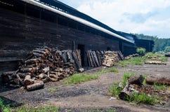 Tradycyjna węgiel drzewny fabryka, Sepetang, Malezja Obrazy Stock