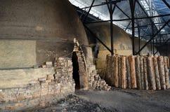 Tradycyjna węgiel drzewny fabryka, Sepetang, Malezja Fotografia Royalty Free