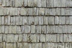 Tradycyjna wietrzejąca drewnianych gontów zamknięta up tekstura zdjęcie stock