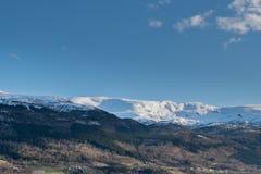 Tradycyjna wioska z natura widokiem górskim obraz royalty free