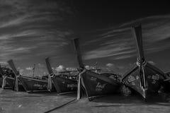Tradycyjne łodzie rybackie na plaży na Koh Lipe w Południowym Tajlandia obraz stock