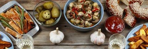 Tradycyjne amerykanin przekąski Nieociosane grule, piec na grillu mięsa, Obraz Stock