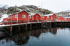 Tradycyjne czerwone kabiny Norwegia Fotografia Royalty Free