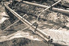 Tradycyjne Japońskie ceremonialne kopyście używać byli rękami przed wchodzić do świątynnego lying on the beach fotografia royalty free