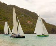 Tradycyjne kończyć żaglówki współzawodniczy w Bequia Easter regatta Obrazy Royalty Free