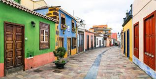 Tradycyjne kolorowe ulicy Los Llanos De Aridane zdjęcie royalty free