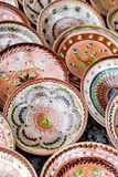 Tradycyjne kwieciste deseniowe ceramiczne wazy zdjęcia stock