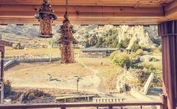 Tradycyjne metal lampy - widok od herbacianego domu balkonu Obraz Royalty Free