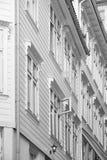 Tradycyjne norweskie drewniane białe fasady Antykwarska ulica w Był Obraz Royalty Free