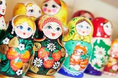 Tradycyjne rosyjskie drewniane gniazdować lale Zdjęcie Stock